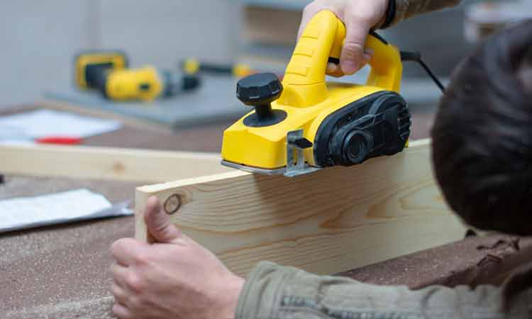 How To Use A Planer